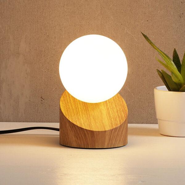 LED-bordlampe Alisa med fod i trælook